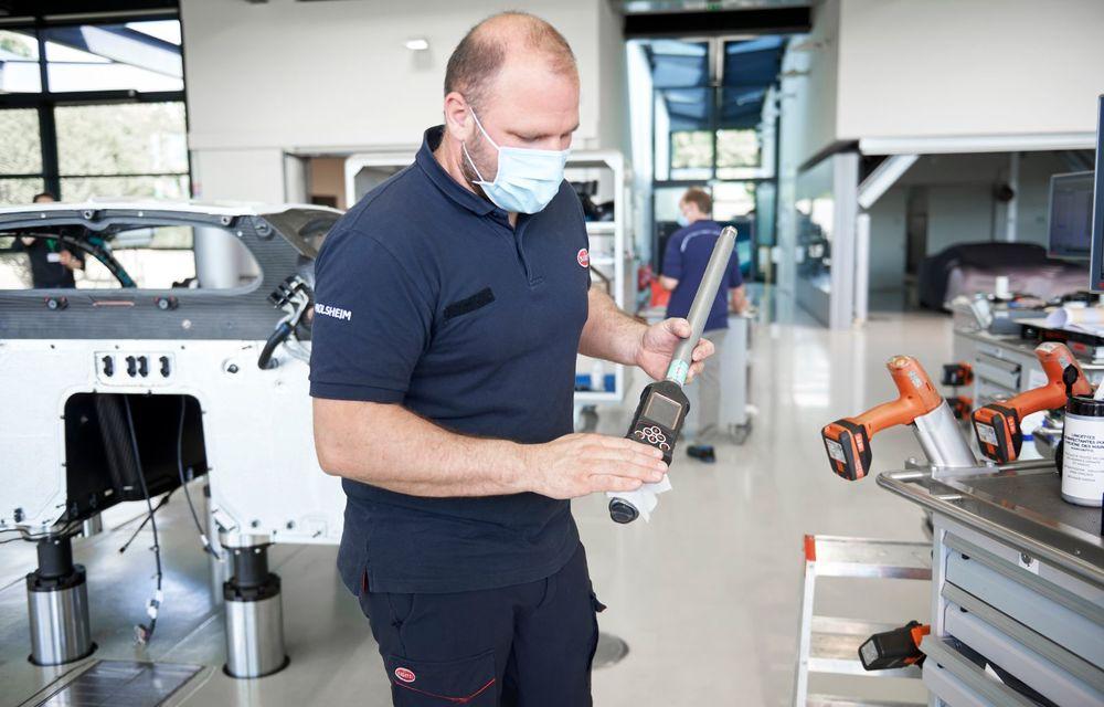 Bugatti a redeschis uzina din Molsheim: producătorul de hypercar-uri a pregătit o serie de măsuri speciale pentru protecția angajaților - Poza 2