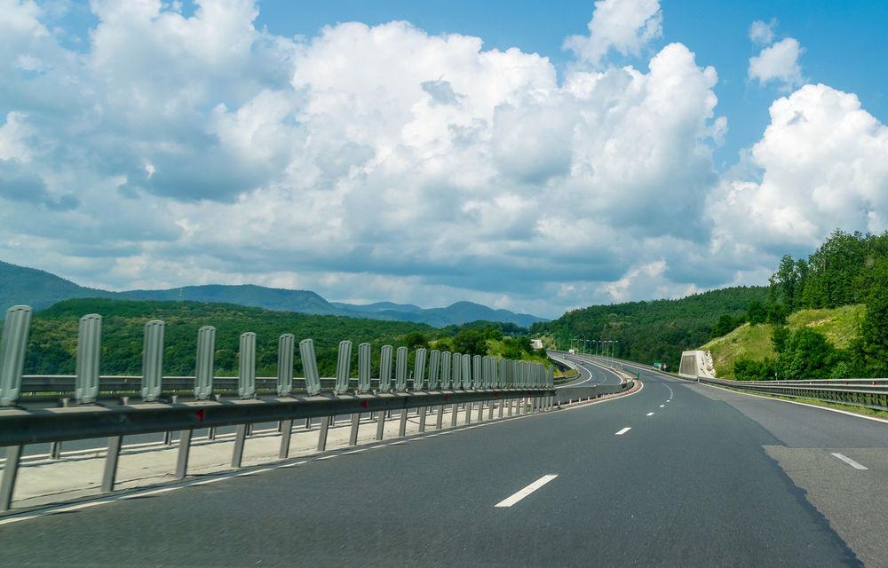Proiect pilot pe autostrăzile din România: săgeți de avertizare pentru păstrarea distanței de siguranță între mașini - Poza 1