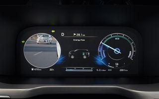 Kia introduce o versiune îmbunătățită a sistemului pentru monitorizarea unghiului mort: mașinile din trafic sunt afișate pe instrumentarul digital de bord