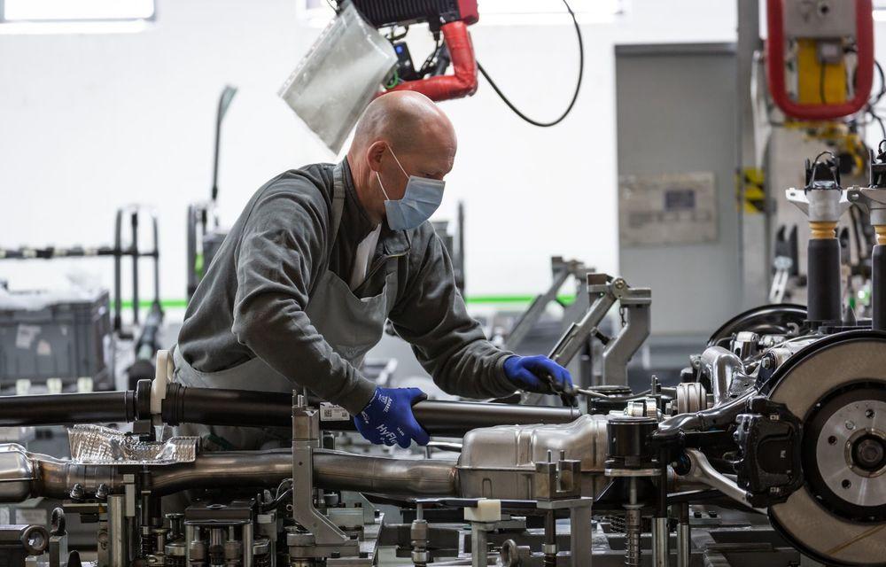 Bentley a reluat activitatea la uzina din Crewe: măsuri suplimentare pentru protejarea angajaților și capacitate de producție redusă la jumătate - Poza 5