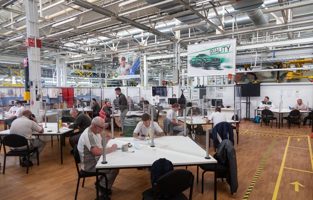 Bentley a reluat activitatea la uzina din Crewe: măsuri suplimentare pentru protejarea angajaților și capacitate de producție redusă la jumătate - Poza 10