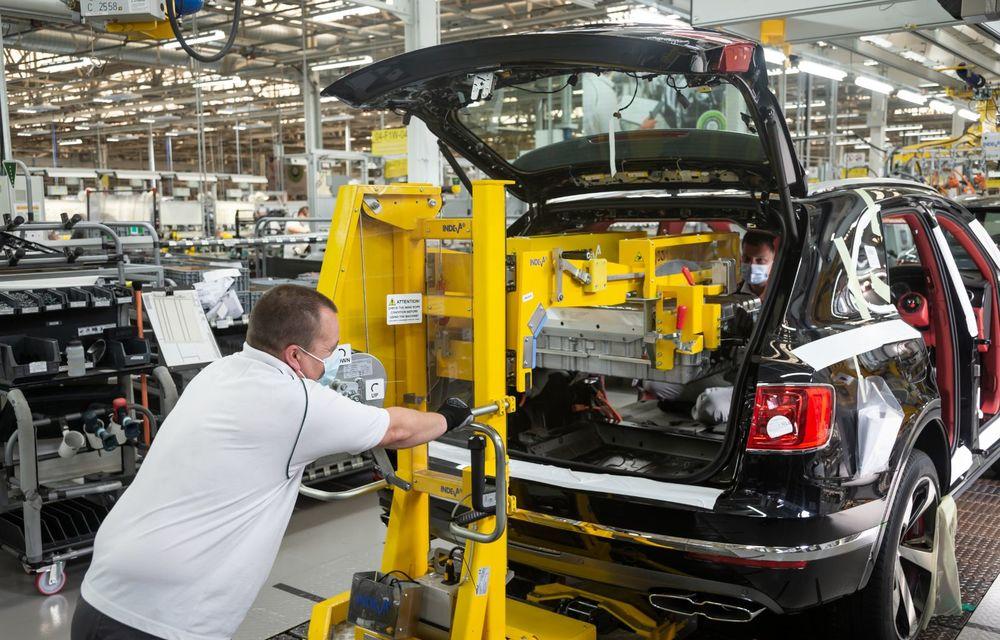 Bentley a reluat activitatea la uzina din Crewe: măsuri suplimentare pentru protejarea angajaților și capacitate de producție redusă la jumătate - Poza 4