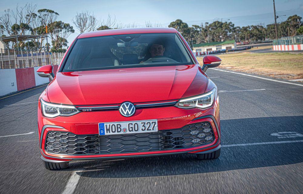 Noua generație Volkswagen Golf GTI ajunge în România în a doua jumătate a lunii septembrie: prețul de pornire pentru Hot Hatch-ul compact va fi de aproape 33.000 de euro - Poza 3