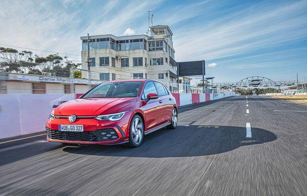 Noua generație Volkswagen Golf GTI ajunge în România în a doua jumătate a lunii septembrie: prețul de pornire pentru Hot Hatch-ul compact va fi de aproape 33.000 de euro - Poza 2
