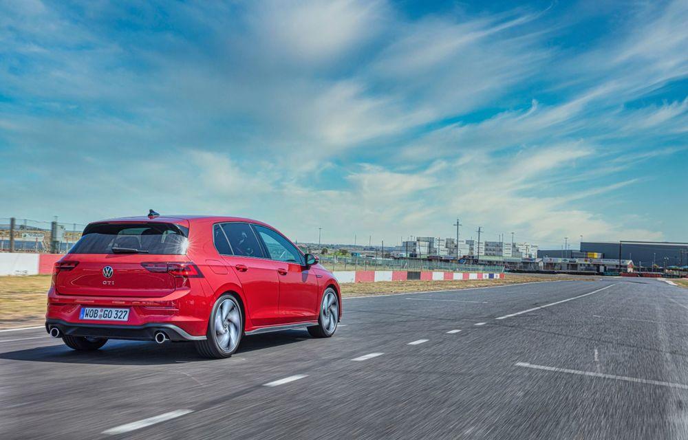 Noua generație Volkswagen Golf GTI ajunge în România în a doua jumătate a lunii septembrie: prețul de pornire pentru Hot Hatch-ul compact va fi de aproape 33.000 de euro - Poza 10