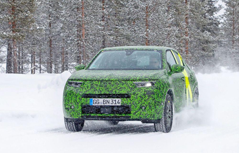 Imagini noi sub camuflaj cu viitorul Opel Mokka: SUV-ul producătorului german va avea versiune electrică și va fi lansat pe piață în 2021 - Poza 17