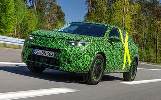 Imagini noi sub camuflaj cu viitorul Opel Mokka: SUV-ul producătorului german va avea versiune electrică și va fi lansat pe piață în 2021