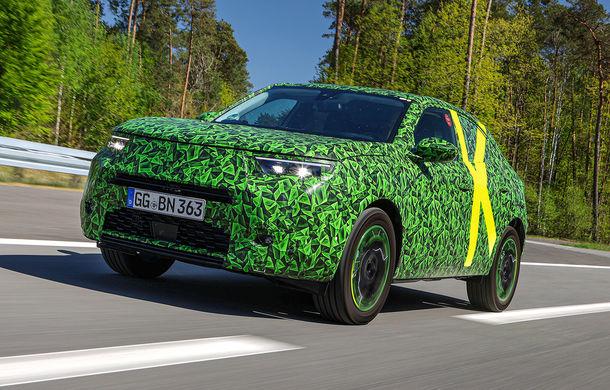 Imagini noi sub camuflaj cu viitorul Opel Mokka: SUV-ul producătorului german va avea versiune electrică și va fi lansat pe piață în 2021 - Poza 1