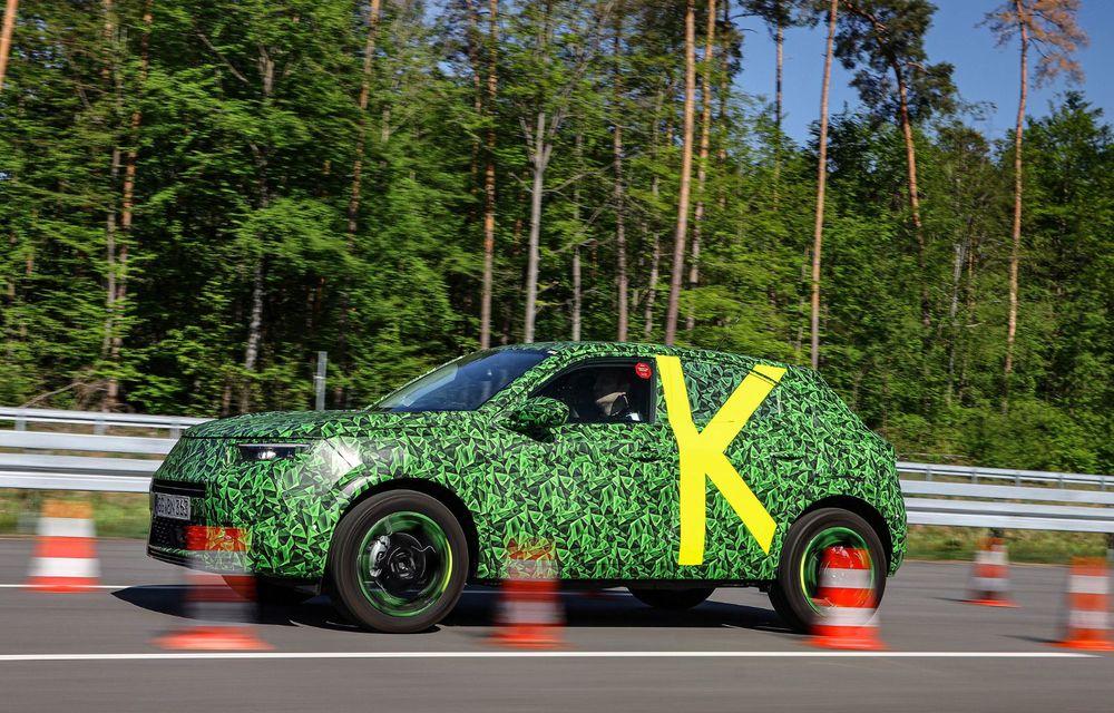 Imagini noi sub camuflaj cu viitorul Opel Mokka: SUV-ul producătorului german va avea versiune electrică și va fi lansat pe piață în 2021 - Poza 13