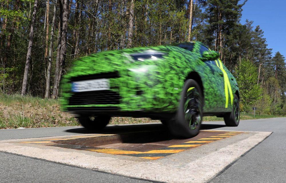 Imagini noi sub camuflaj cu viitorul Opel Mokka: SUV-ul producătorului german va avea versiune electrică și va fi lansat pe piață în 2021 - Poza 5