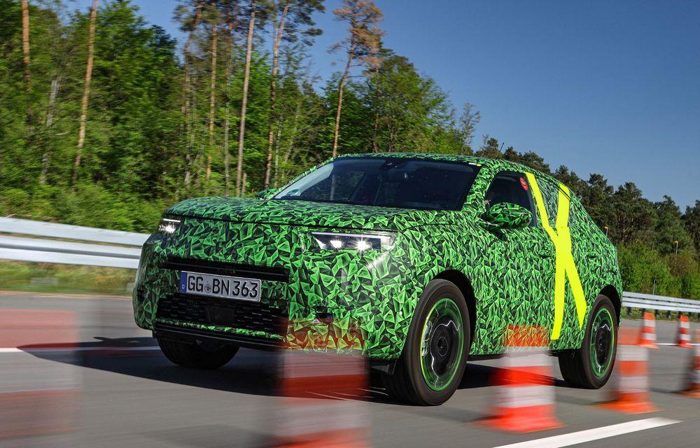 Imagini noi sub camuflaj cu viitorul Opel Mokka: SUV-ul producătorului german va avea versiune electrică și va fi lansat pe piață în 2021 - Poza 2