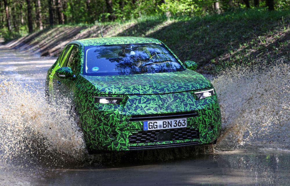 Imagini noi sub camuflaj cu viitorul Opel Mokka: SUV-ul producătorului german va avea versiune electrică și va fi lansat pe piață în 2021 - Poza 15