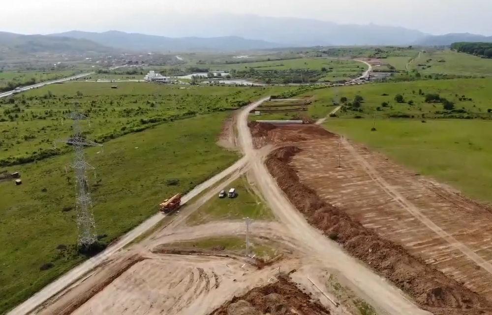 Video. Cum decurg lucrările la primul șantier al autostrăzii Sibiu - Pitești: constructorul a realizat 8% din proiect în prima lună - Poza 1