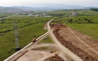 Video. Cum decurg lucrările la primul șantier al autostrăzii Sibiu - Pitești: constructorul a realizat 8% din proiect în prima lună