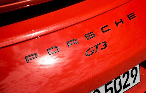 Video. Viitorul Porsche 911 GT3, surprins pe Nurburgring: modelul producătorului german va miza în continuare pe motorul de 4.0 litri aspirat natural - Poza 1