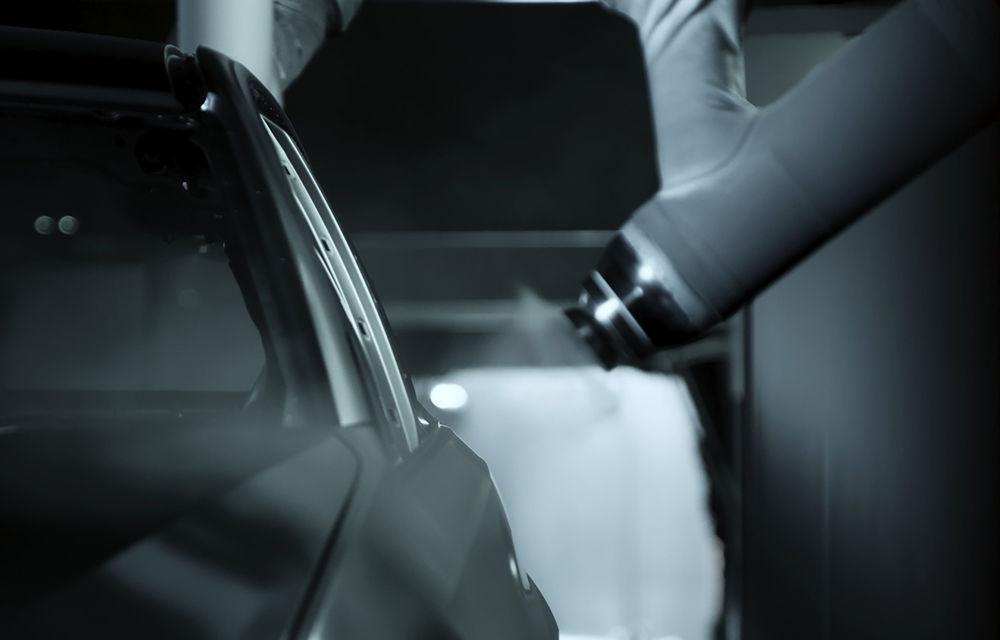 Proiect pilot: BMW folosește inteligența artificială pentru eliminarea prafului în timpul procesului de vopsire - Poza 3