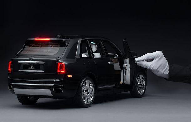 Rolls-Royce lansează macheta SUV-ului Cullinan la scara 1:8: producția unui exemplar are loc în 450 de ore - Poza 4