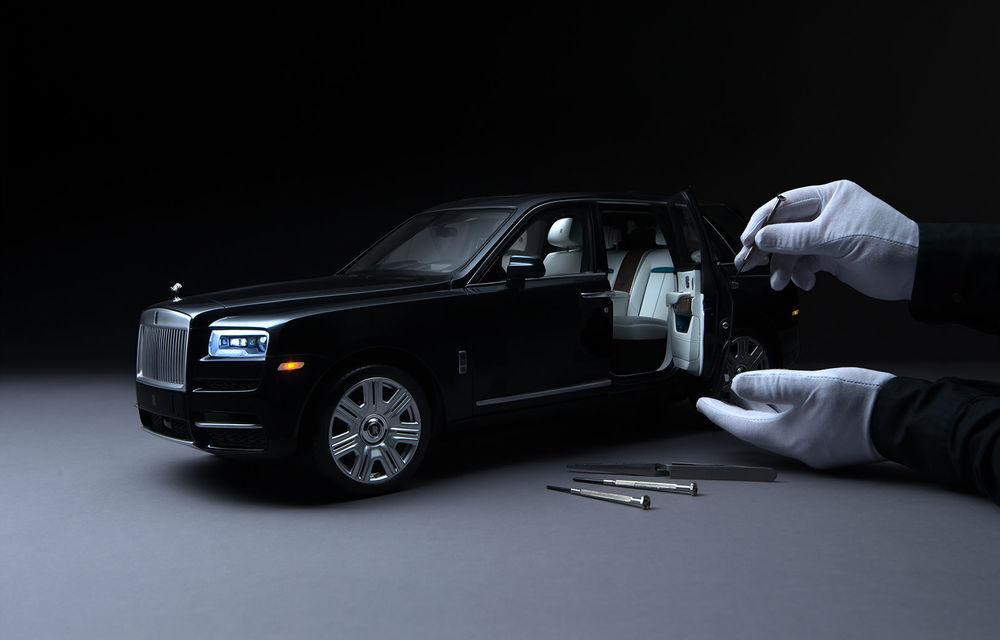 Rolls-Royce lansează macheta SUV-ului Cullinan la scara 1:8: producția unui exemplar are loc în 450 de ore - Poza 2