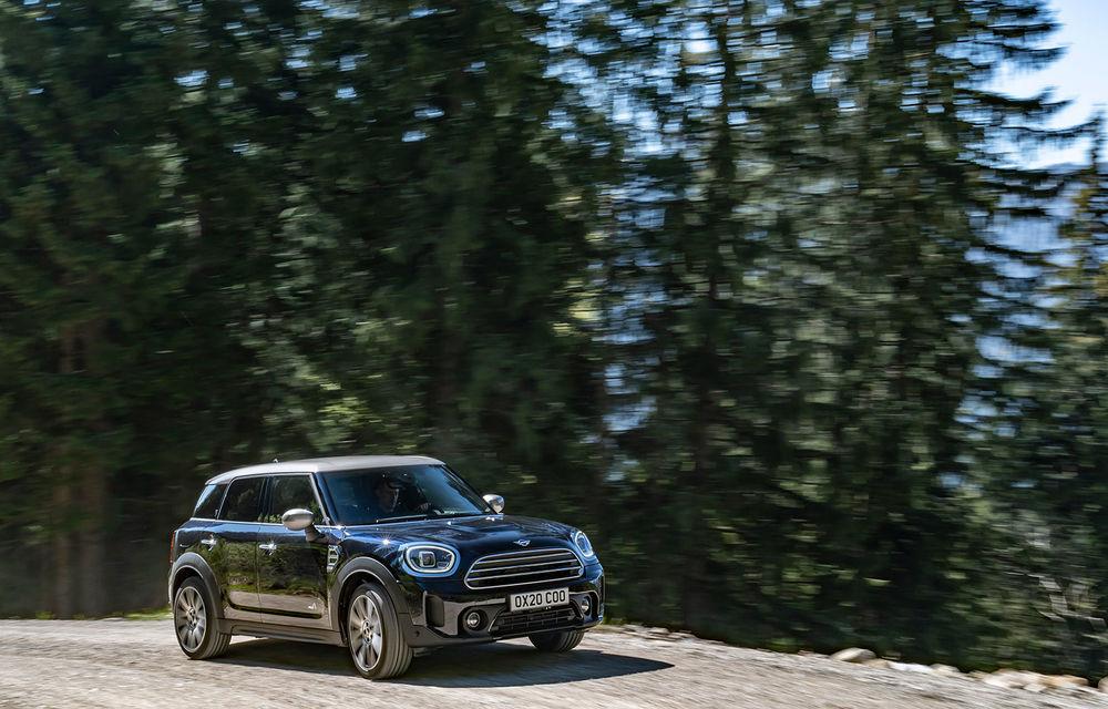 Mini Countryman facelift a fost prezentat oficial: britanicii propun îmbunătățiri exterioare, accesorii noi de interior și versiune plug-in hybrid cu autonomie electrică de până la 61 de kilometri - Poza 3