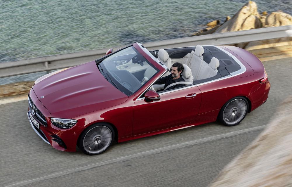 Mercedes-Benz prezintă Clasa E Coupe și Cabriolet facelift: ecrane de 12.3 inch la interior și motorizări mild-hybrid de până la 367 CP - Poza 24