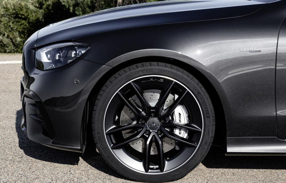 Mercedes-Benz prezintă Clasa E Coupe și Cabriolet facelift: ecrane de 12.3 inch la interior și motorizări mild-hybrid de până la 367 CP - Poza 55