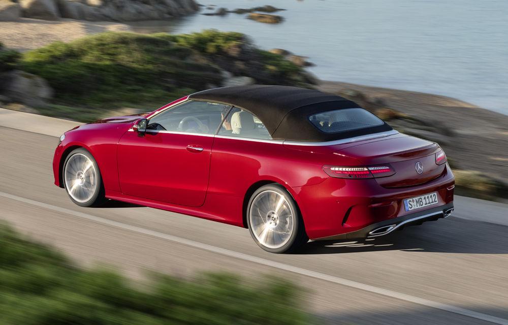 Mercedes-Benz prezintă Clasa E Coupe și Cabriolet facelift: ecrane de 12.3 inch la interior și motorizări mild-hybrid de până la 367 CP - Poza 21