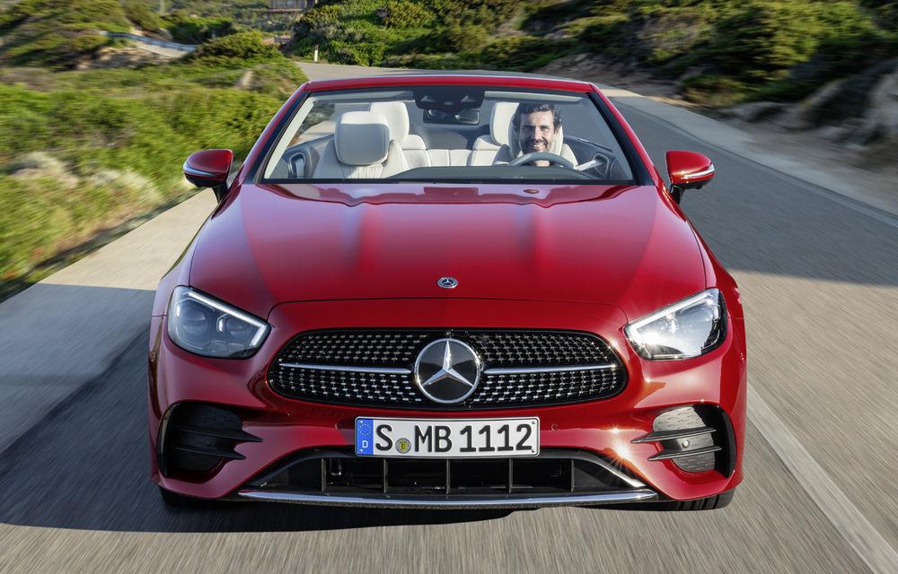 Mercedes-Benz prezintă Clasa E Coupe și Cabriolet facelift: ecrane de 12.3 inch la interior și motorizări mild-hybrid de până la 367 CP - Poza 22