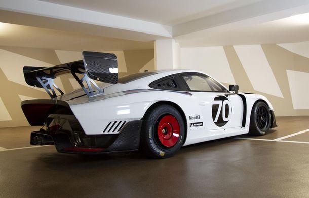 Update: Unul dintre exemplarele noului Porsche 935 a fost scos la licitație: mașina s-a vândut cu 1.32 de milioane de euro - Poza 2