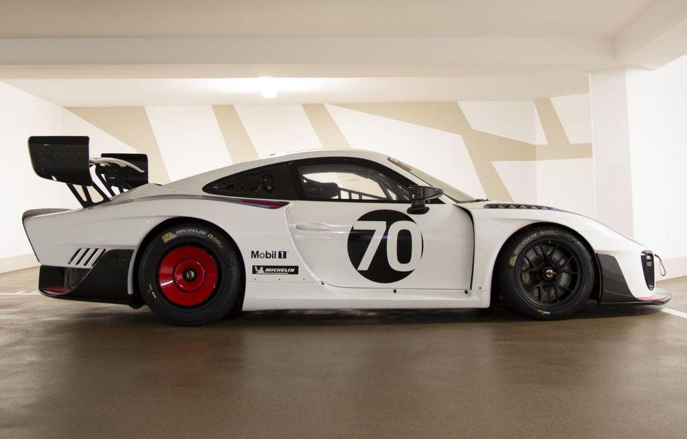 Update: Unul dintre exemplarele noului Porsche 935 a fost scos la licitație: mașina s-a vândut cu 1.32 de milioane de euro - Poza 3
