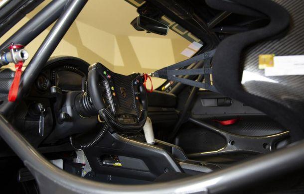 Update: Unul dintre exemplarele noului Porsche 935 a fost scos la licitație: mașina s-a vândut cu 1.32 de milioane de euro - Poza 6