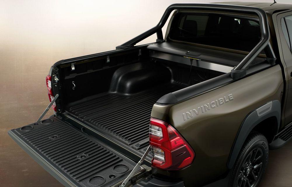 Toyota lansează Hilux facelift: modificări estetice, suspensii îmbunătățite și un nou motor diesel de 2.8 litri cu 204 CP - Poza 16