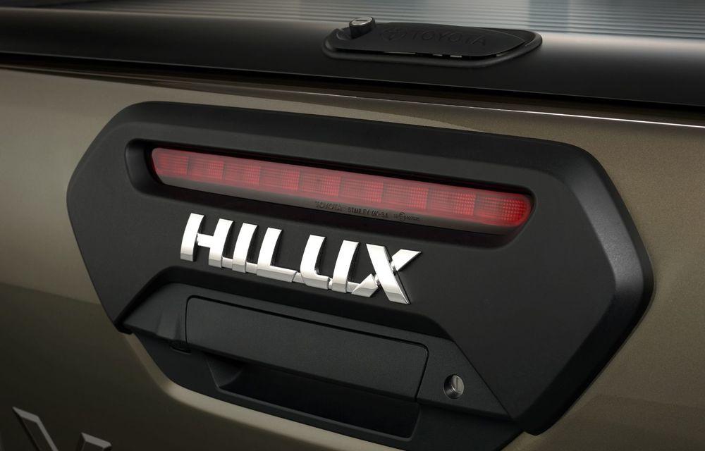 Toyota lansează Hilux facelift: modificări estetice, suspensii îmbunătățite și un nou motor diesel de 2.8 litri cu 204 CP - Poza 12