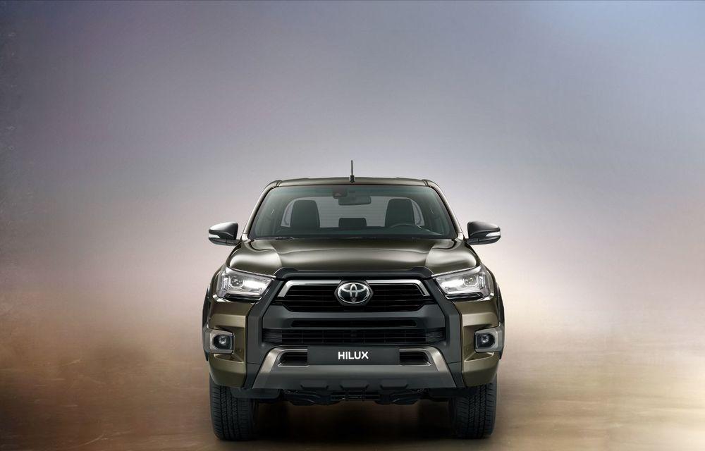 Toyota lansează Hilux facelift: modificări estetice, suspensii îmbunătățite și un nou motor diesel de 2.8 litri cu 204 CP - Poza 2