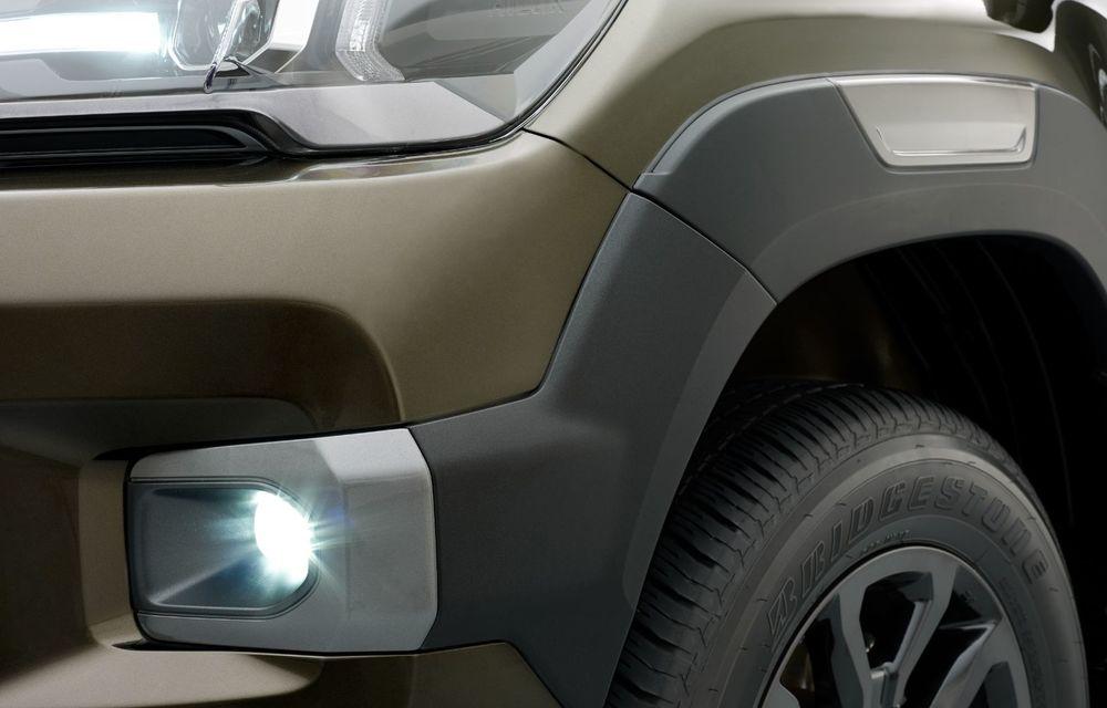 Toyota lansează Hilux facelift: modificări estetice, suspensii îmbunătățite și un nou motor diesel de 2.8 litri cu 204 CP - Poza 8