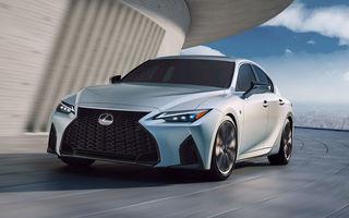 Lexus a prezentat noul IS: sedanul premium primește modificări de design și suspensii îmbunătățite, dar nu va mai fi disponibil și în Europa