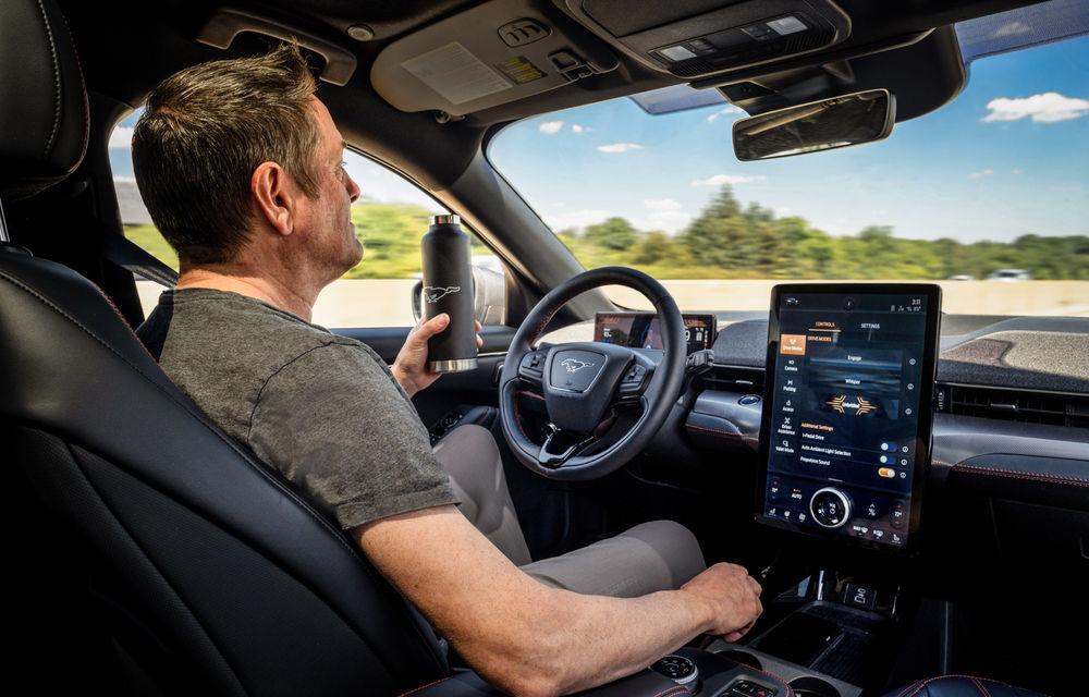 Șoferii SUV-ului electric Ford Mustang Mach-E vor putea lua mâinile de pe volan în timpul mersului: opțiunea, activă doar pe anumite autostrăzi din SUA - Poza 1