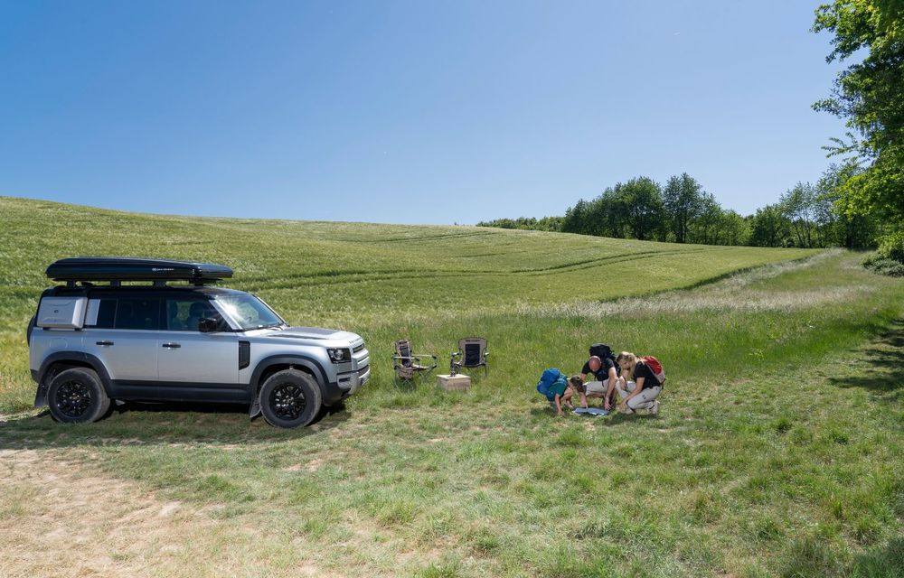 Pentru iubitorii de aventură: Land Rover Defender poate fi comandat și cu un cort de plafon - Poza 7