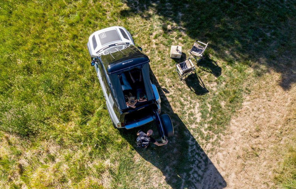 Pentru iubitorii de aventură: Land Rover Defender poate fi comandat și cu un cort de plafon - Poza 5