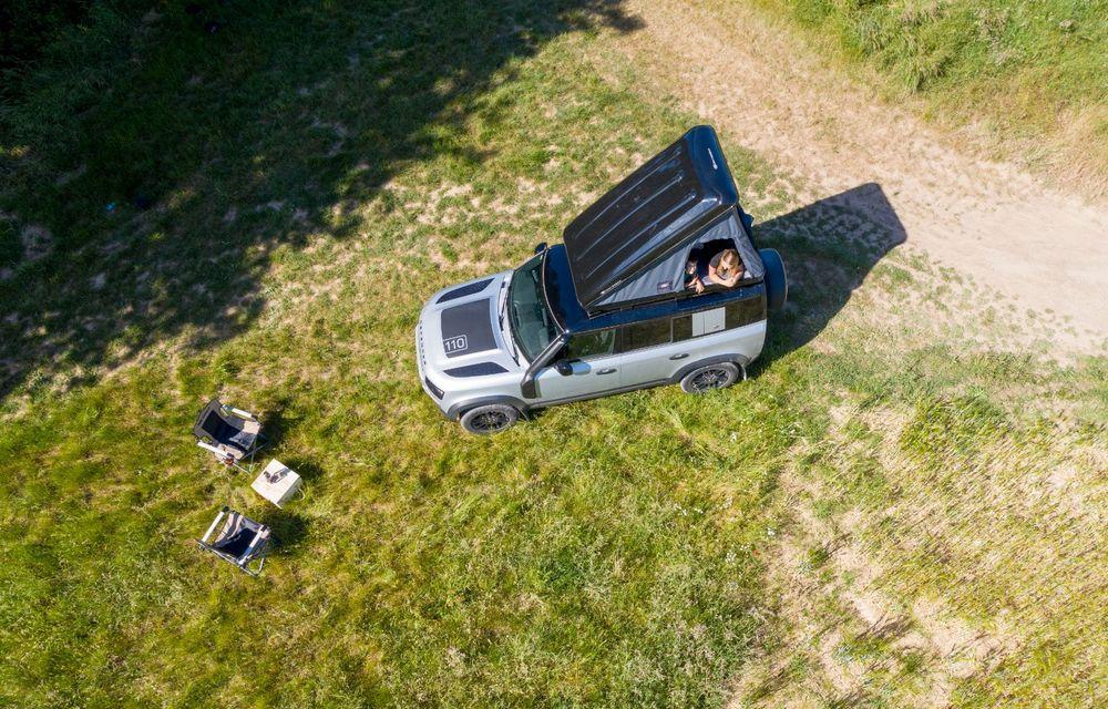 Pentru iubitorii de aventură: Land Rover Defender poate fi comandat și cu un cort de plafon - Poza 3