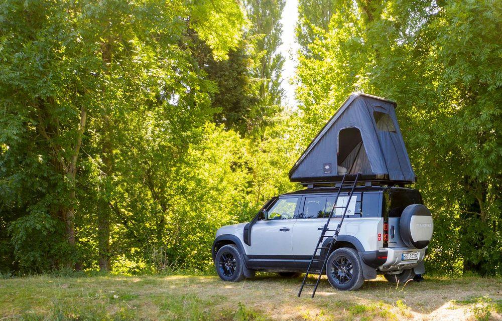 Pentru iubitorii de aventură: Land Rover Defender poate fi comandat și cu un cort de plafon - Poza 2