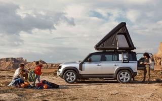 Pentru iubitorii de aventură: Land Rover Defender poate fi comandat și cu un cort de plafon