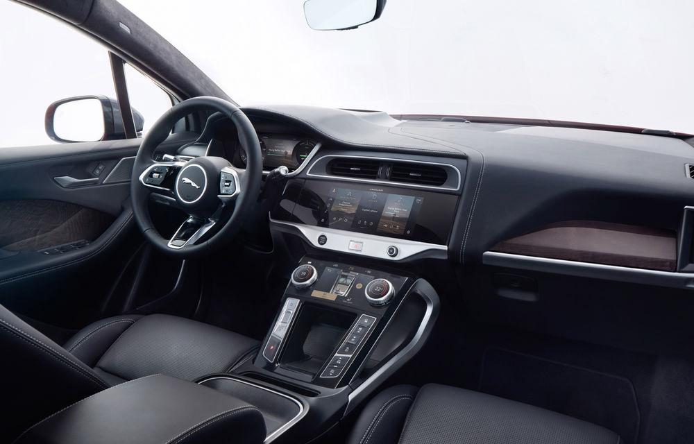 SUV-ul electric Jaguar I-Pace primește îmbunătățiri: sistem de infotainment de 12.3 inch și încărcare cu până la 11 kW la wall-box-uri casnice - Poza 27
