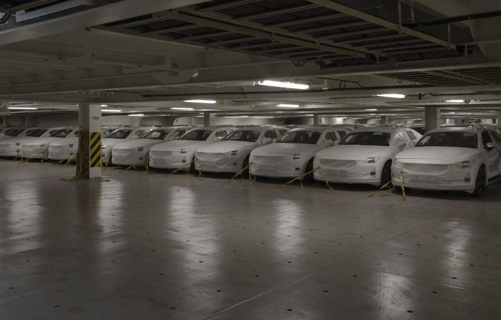 Prima serie de sedanuri electrice Polestar 2 a ajuns în Europa: livrările vor începe în august pentru clienții din Suedia și Norvegia - Poza 1