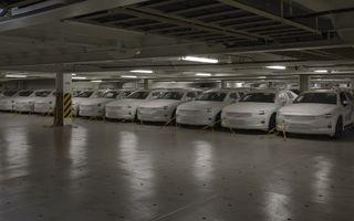 Prima serie de sedanuri electrice Polestar 2 a ajuns în Europa: livrările vor începe în august pentru clienții din Suedia și Norvegia