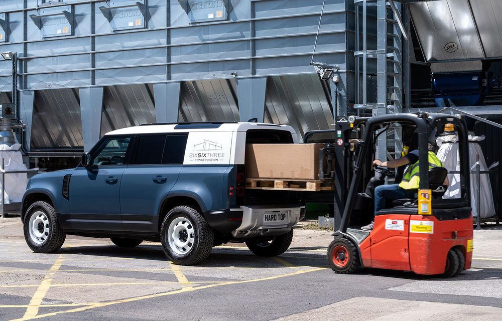 Primele imagini cu versiunea comercială Defender Hard Top: gardă la sol de 291 de milimetri și capacitate de tractare de 3.500 de kilograme - Poza 1