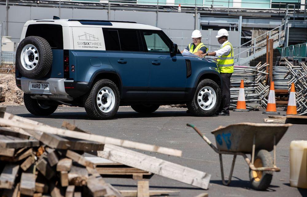 Primele imagini cu versiunea comercială Defender Hard Top: gardă la sol de 291 de milimetri și capacitate de tractare de 3.500 de kilograme - Poza 6