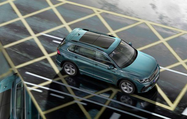 Volkswagen a prezentat Tiguan facelift: SUV-ul compact are versiune plug-in hybrid cu autonomie de până la 50 de kilometri și variantă de performanță cu 320 CP - Poza 7