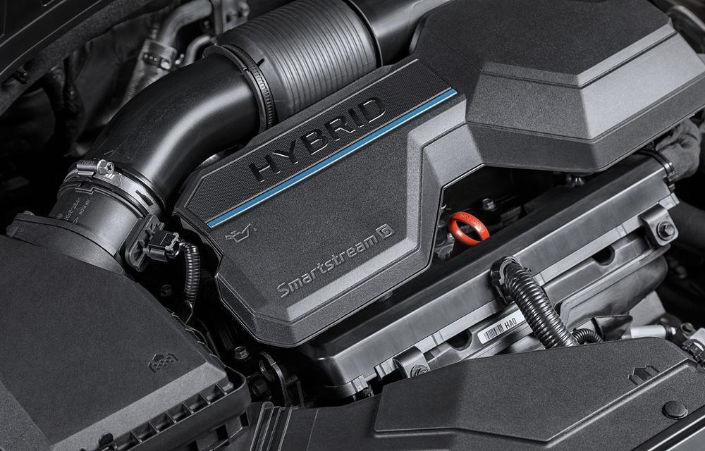 Detalii despre motorizările lui Hyundai Santa Fe facelift: versiune plug-in hybrid de 265 CP, variantă hibridă de 230 CP și un motor diesel de 202 CP - Poza 1