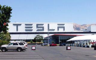 """Tesla, despre concedierea angajaților care stau acasă de teama COVID-19: """"Informațiile apărute în presă nu sunt adevărate"""""""