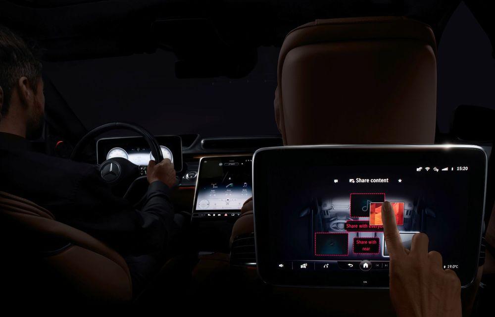 Primele imagini cu interiorul viitorului Mercedes-Benz Clasa S: vârful de gamă va putea fi comandat cu 5 ecrane și va avea instrumentar de bord 3D - Poza 11
